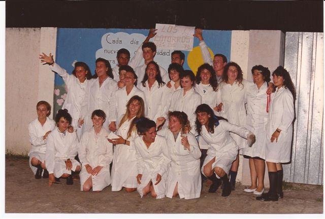 Promoción 1990 luego de finalizado el acto de fin de curso.
