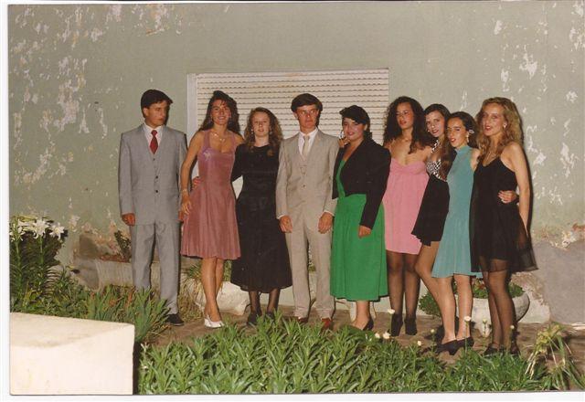 Promoción 1991 antes de ingresar a su baile de egresados.