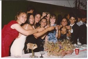 Alumnos de la Promoción 1998 durante su Baile del Egresados.
