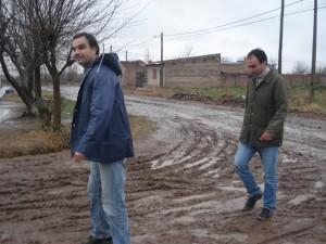 Los concejales Di Piero y Cámera en el barrio San Antonio.