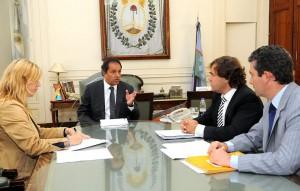 El Gobernador firmó decreto que puso en marcha cronograma electoral.