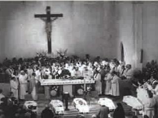 El sepelio en San Patricio, el 4 de julio de 1976.