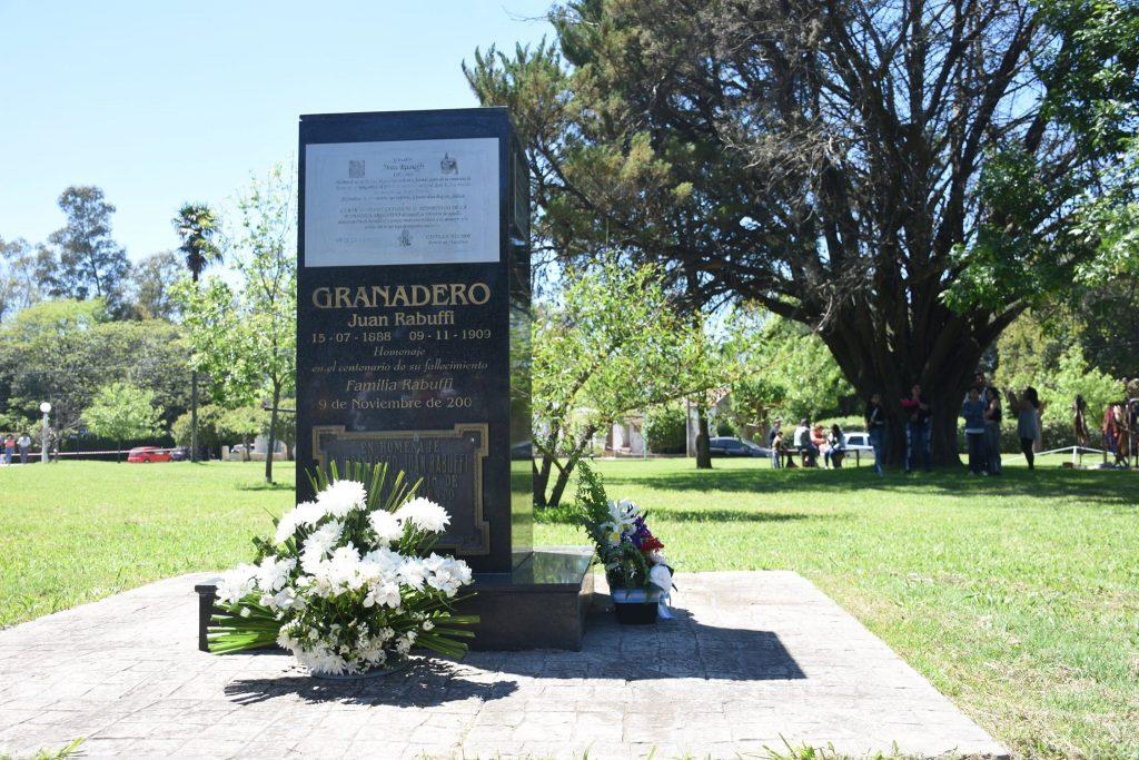 Monolito en homenaje al Granadero, Juan Rabuffi