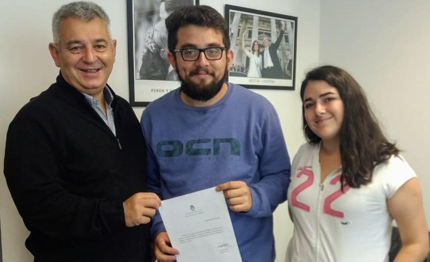 Barrientos entrega ayuda económica al CECH
