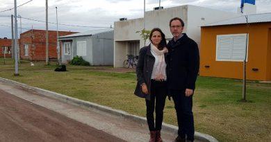 Garello junto al intendente Torchio visitó el plan municipal de viviendas de Carlos Casares