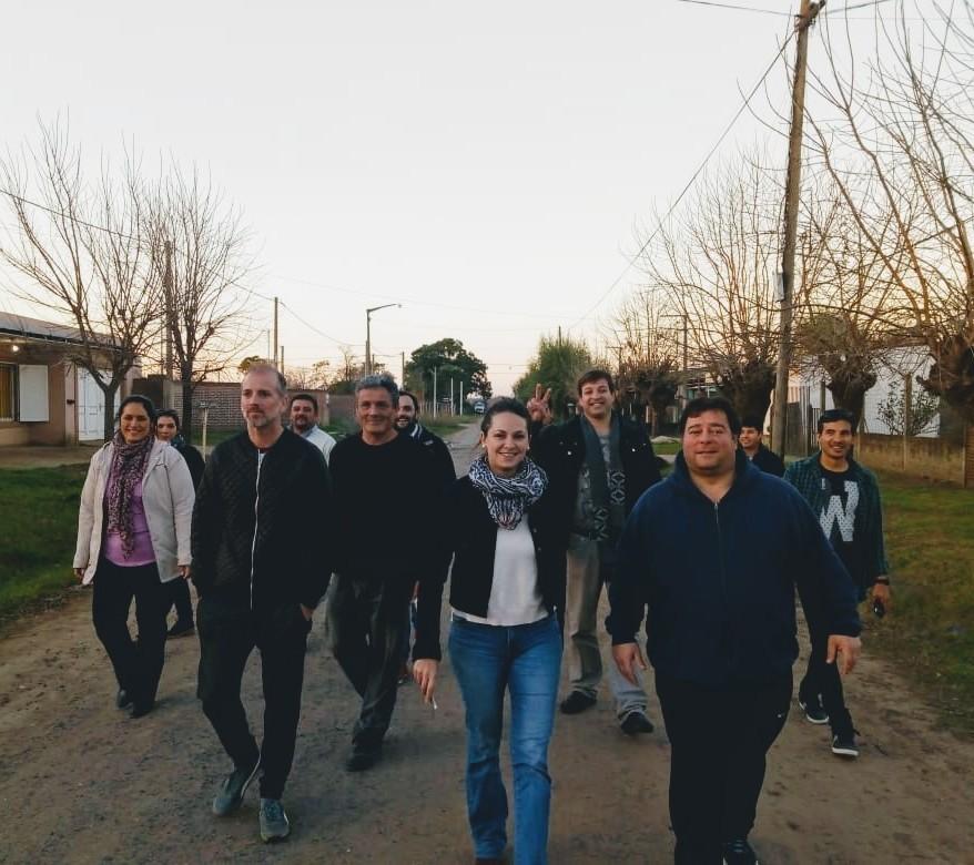 Julieta Garello y Sergio Palmieri recorrieron barrios de Chacabuco