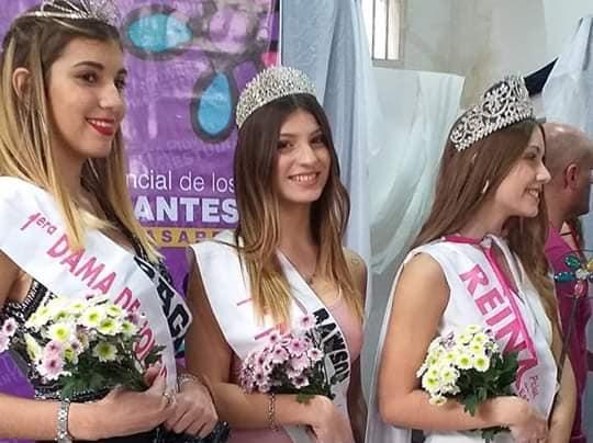 Zoe Leza (centro) fue elegida 1º Princesa en Carlos Casares