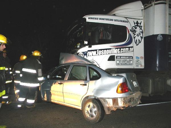 Otra imagen del accidente en la que perdieron la vida dos vecinos de Chacabuco. Foto gentileza: dechivilcoy.com.ar