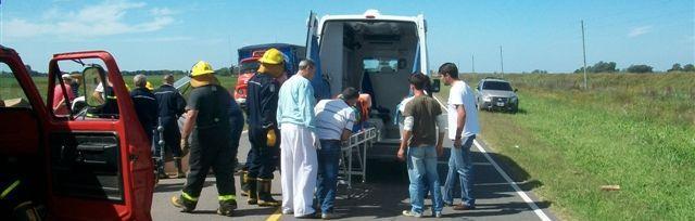 Domingo Ruffa es retirado del lugar del accidente para ser trasladado al Hospital de Rawson.