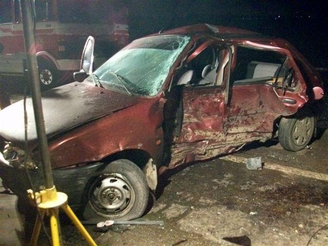 Estado en que quedó el Ford Fiesta en el que se desplazaban dos mujeres oriundas de la provincia de San Luís, una de ellas murió y la otra se encuentra en grave estado.