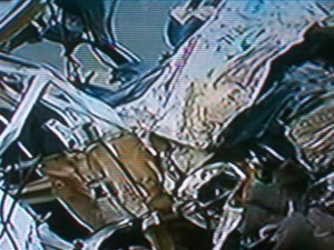 La combi quedó totalmente destruida. Imagen TV.