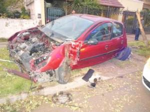 Estado en que quedó el auto. Fuente y foto: laverdadonline.com.ar