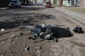 Estado en que quedó la moto que conducía el joven juninense.