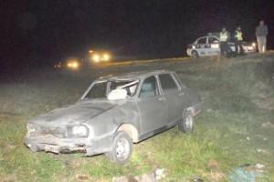 Estado en que quedó el Renault 12 del chacabuquense Luciano Matías Casella tras volcar en el paraje La Agraria. Fuente y foto: laverdadonline.com.ar