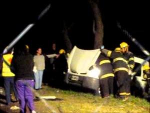 Imagen de la Kangoo que chocó con el camión: Foto gentileza: fm10sarmiento.com.ar