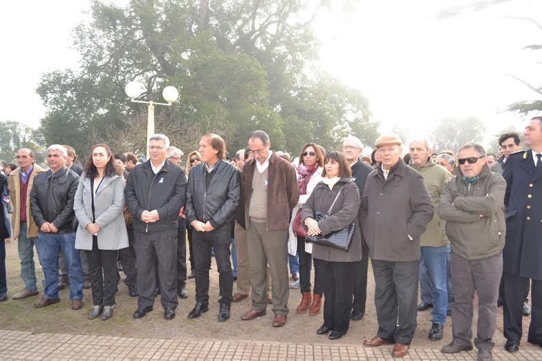 9/7/14- Asistieron al mismo, el Intendente del Partido de Chacabuco, Mauricio Barrientos, entre otras autoridades municipales y vecinos de la localidad, dónde se conmemoró el 198 Aniversario de la declaración de la Independencia Argentina.