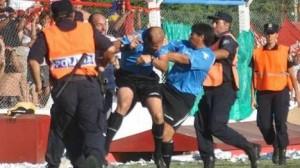 Agredieron a un árbitro de Primera que dirigía una final en Chivilcoy.