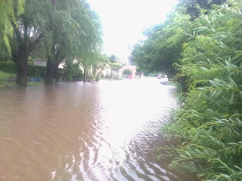 Una calle de Castilla anegada por el agua. Foto gentileza: Oscar Espinosa.