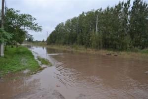 Ruta Prov. 42, entre La Plata y Urquiza, cubierta por el agua, hasta paso a nivel Ramal a Arribños.