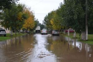 Avenida Juan D. Perón. El agua no baja.