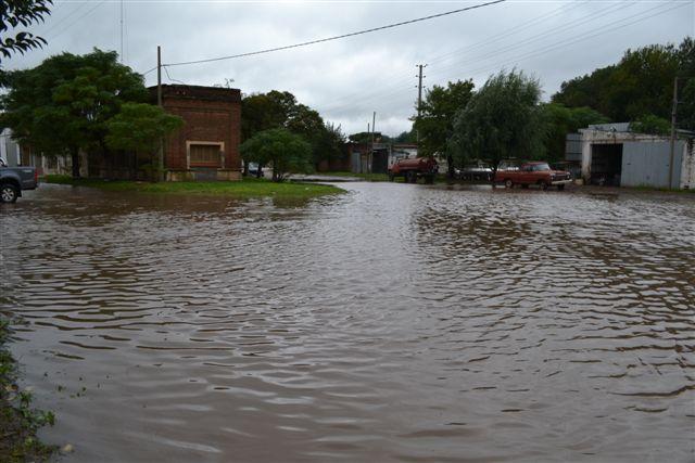 Memoriosos no recuerdan haber visto que el agua haya llegado hasta avenidas Vieytes –Ruta Provincial 42- y Chacabuco y calle O´Higgins.