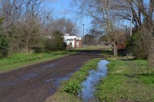 Otra de las calles que estaban bajo agua, detrás del Hospital Local.