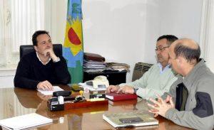 Aiola con integrantes de la Unidad Ejecutora de Proyectos Especiales.