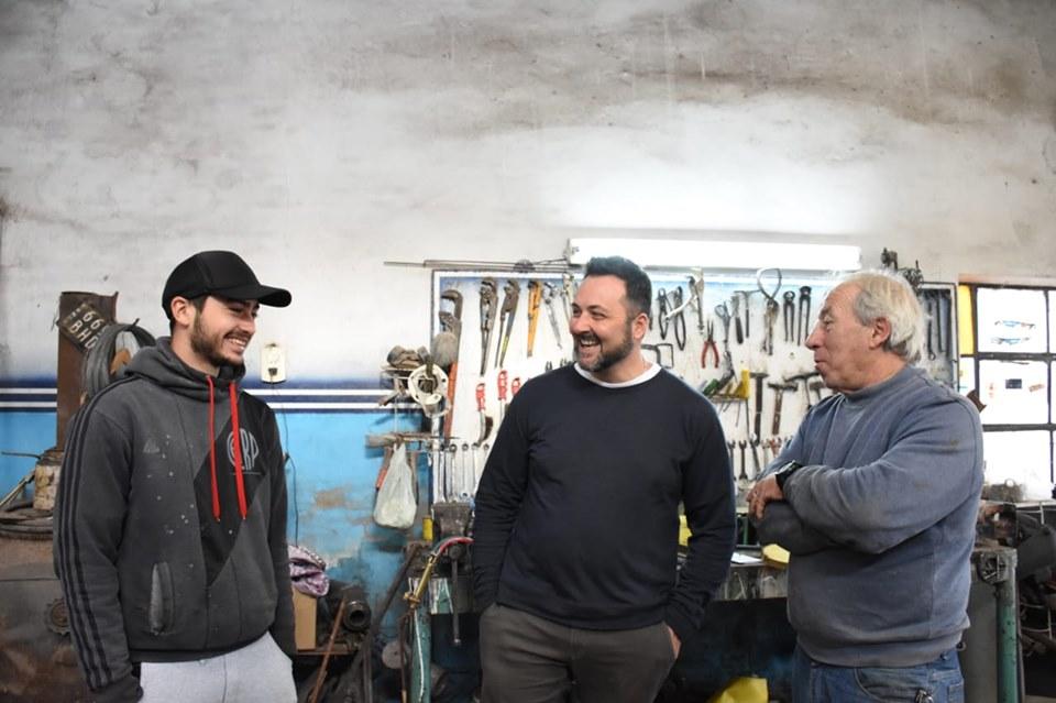 Aiola con vecinos de Castilla