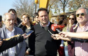 Aiola y Ciminelli en la obra de repavimentación de avenidas Colón y Arenales.