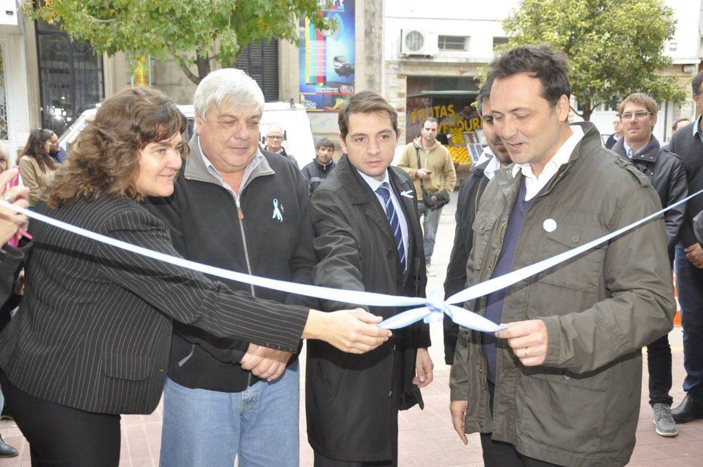 18/5/17- Esta mañana, el Intendente Municipal, Víctor Aiola,  junto funcionarios, dejaron inaugurado oficialmente el nuevo Centro de Operaciones y Monitoreo (COM).
