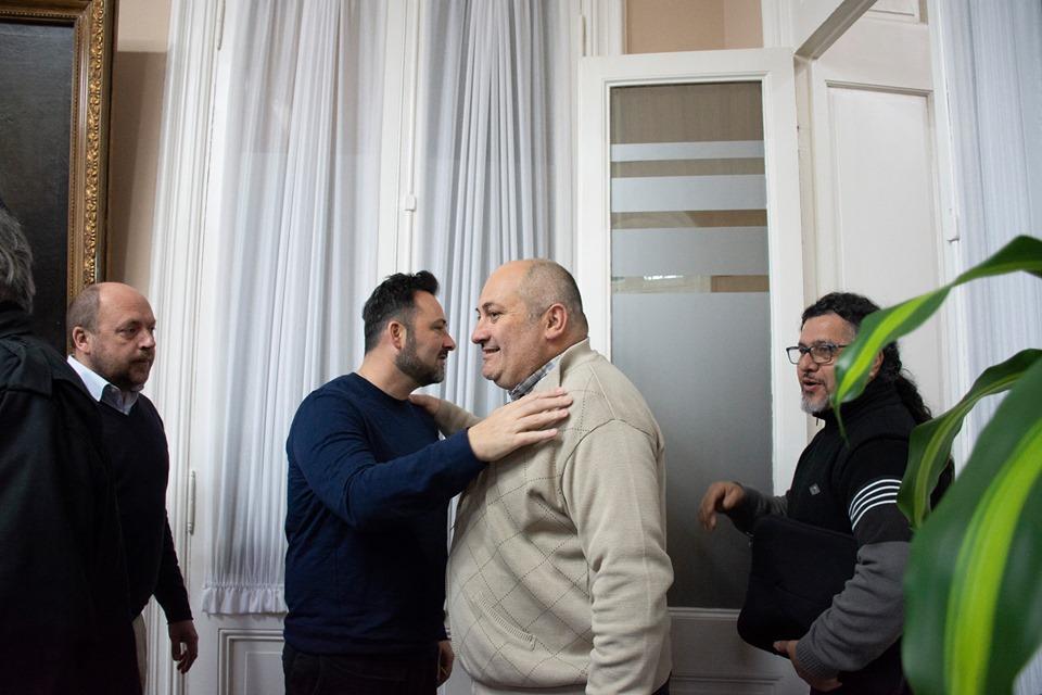 Olivetto antes  de iniciarse la reunión.