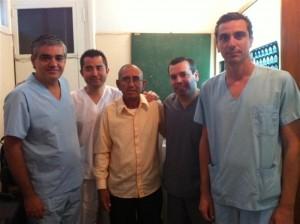 Marcos Avellaneda junto al equipo médico del hospital Gandulfo de Lomas de Zamora.