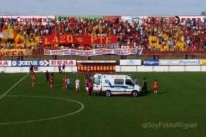 La ambulancia en el campo de juego para trasladar al jugador.