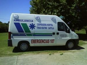 Ambulancia Peugeot Boxer 350 MH 2.8 HDI del Hospital de Castilla. Foto de archivo.