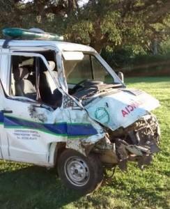 Estado en que quedó la ambulancia del Hospital de Castilla luego de chocar un caballo.