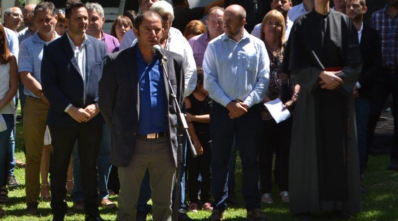 Gómez dirigiendo la palabra en el 134º Aniversario de Rawson