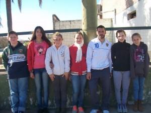 De Izquierda a derecha: Juan Bautista Moras, Irina Rodríguez, Manuela Pérez, Giana Ciruli, profesor Marcelo Millán, Juanita Zanlungo e Iara Lanzavechia.