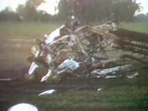 Imagen de TV del avión que cayó a tierra en Pergamino.
