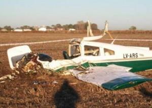 Estado en que quedó la avioneta caída en Venado Tuerto. Foto: lt10digital.com.ar