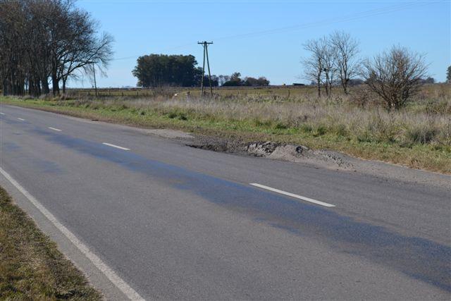 Otra imagen del pozo del kilómetro 166.500 de la Ruta Provincial 51.