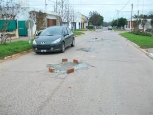 Bacheo realizado en calle San Martín, entre avenidas G. Rawson y Chacabuco.