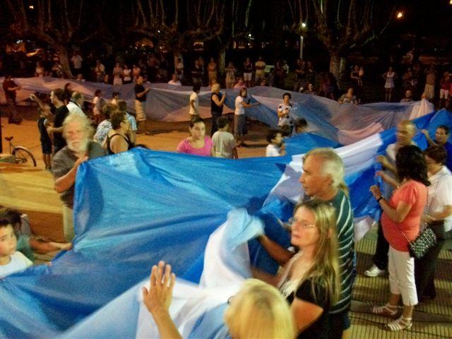 La Bandera termina su recorrido y es depositada  en la Delegación Municipal.
