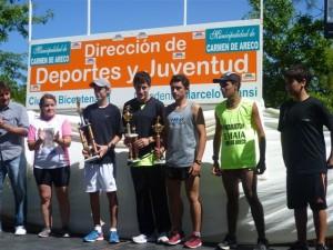 Gianfranco Barranco en el podio de la Maratón por Maia en Carmen de Areco.
