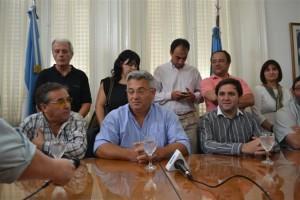 Conferencia de prensa de Barrientos con los integrantes de la Comisión de Zonificación.