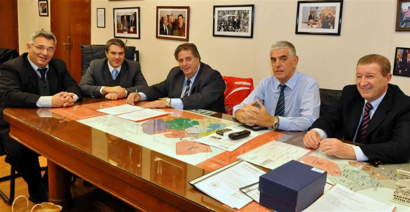 Collia firmó un convenio con Chacabuco para sumar en esa ciudad un nuevo centro de fertilización.