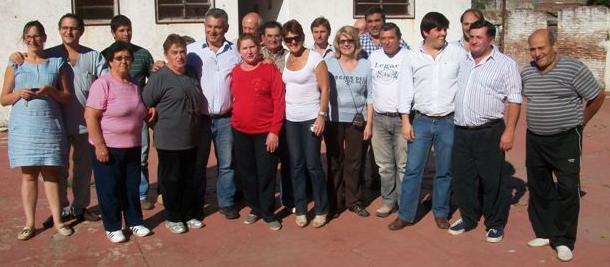 Barrientos junto a integrantes de la CD del Club Defensores de Rawson.