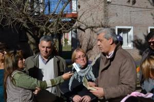 Barrientos junto a Domínguez, en la entrega de un subsidio para el Hogar del Niño.