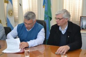 Barrientos firmó convenio para restaurar el Palacio Municipal .