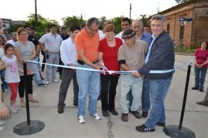 Barrientos en la inauguración de 6 cuadras de pavimento en Chacabuco.
