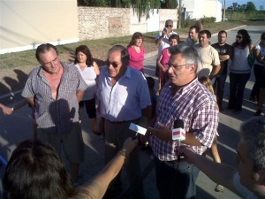 Barrientos inauguró tres cuadras de pavimento en Chacabuco.